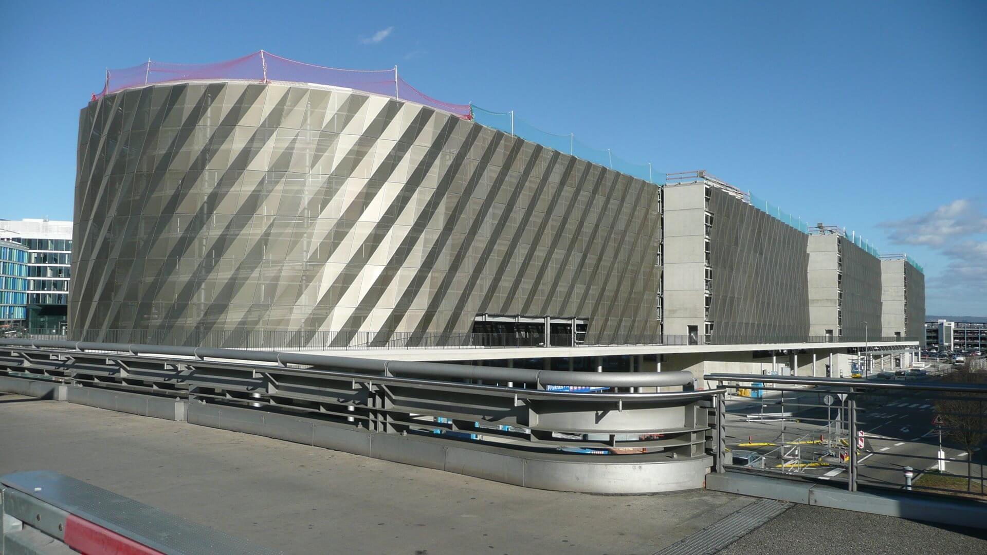 Parkhaus am Flughafen Stuttgart