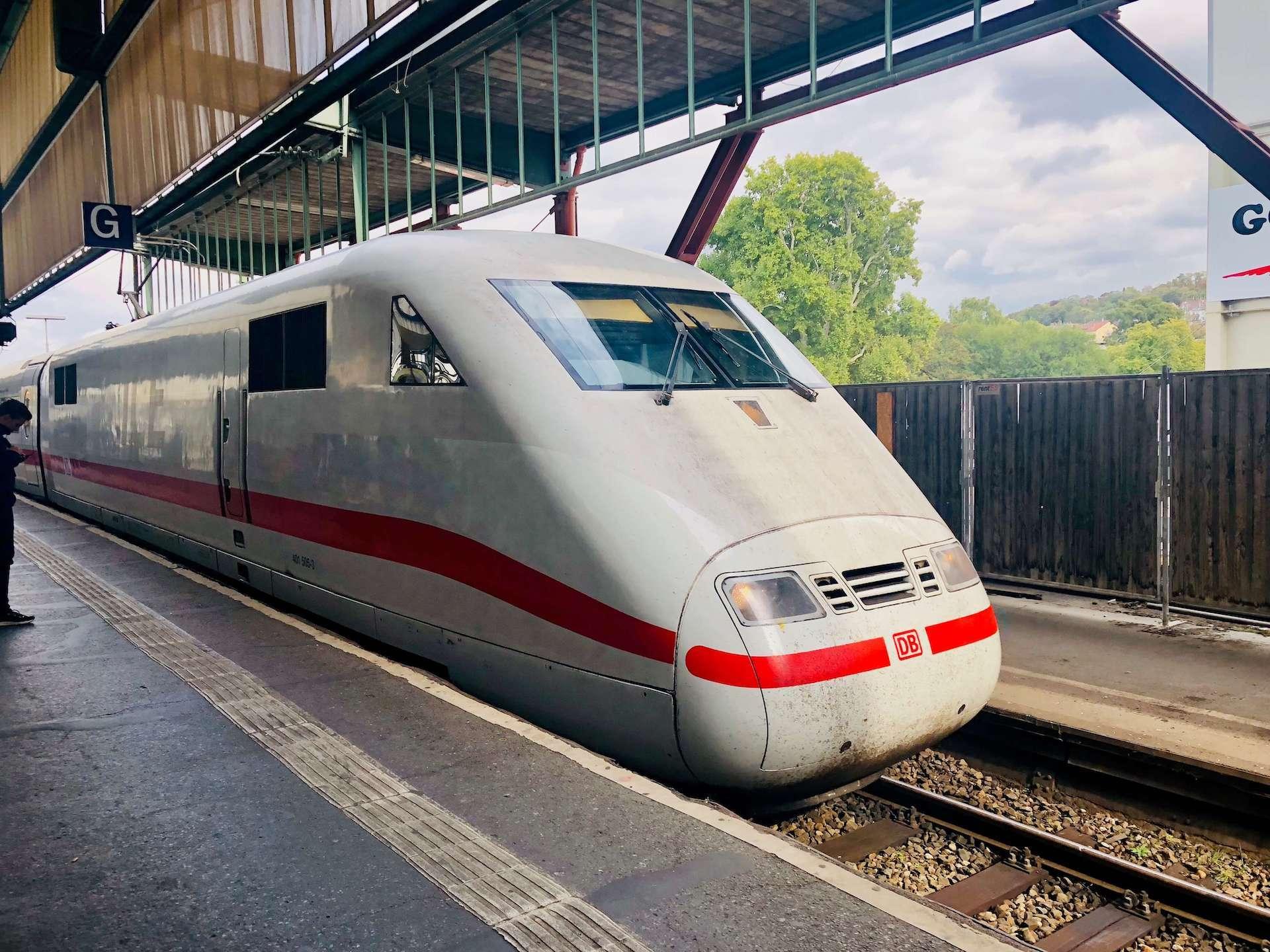 ICE am Bahnhof Stuttgart