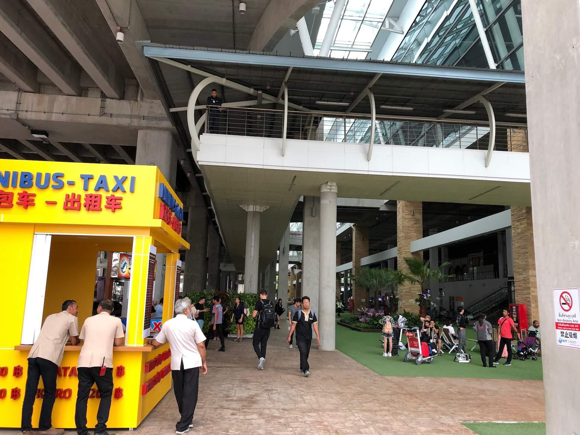Minibus und Taxi-Stand Phuket Flughafen