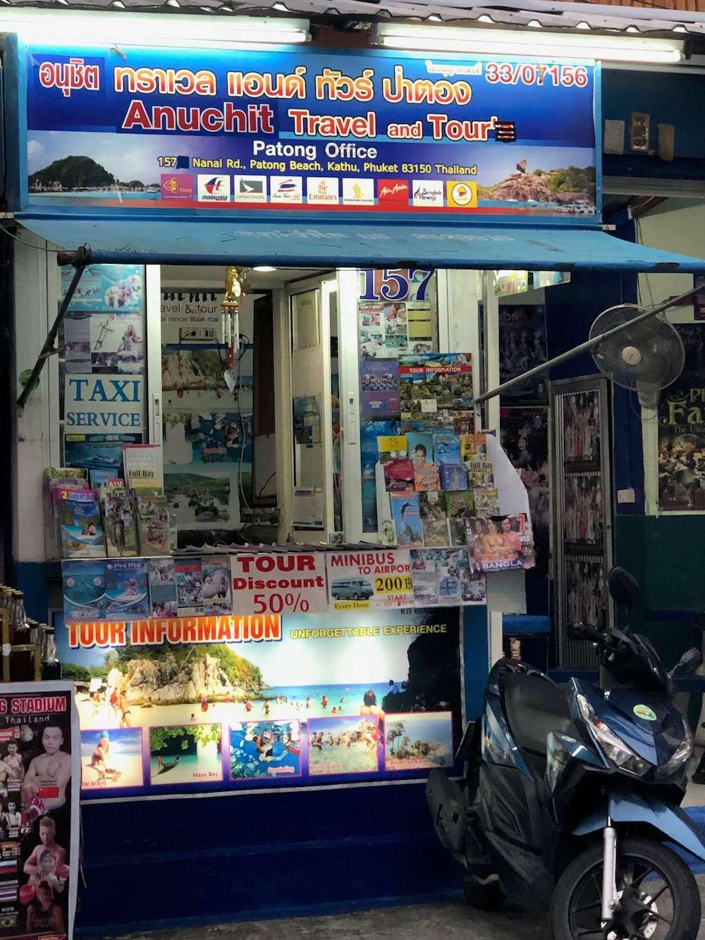 Touren-Counter in Patong - Taxi zum Flughafen Phuket