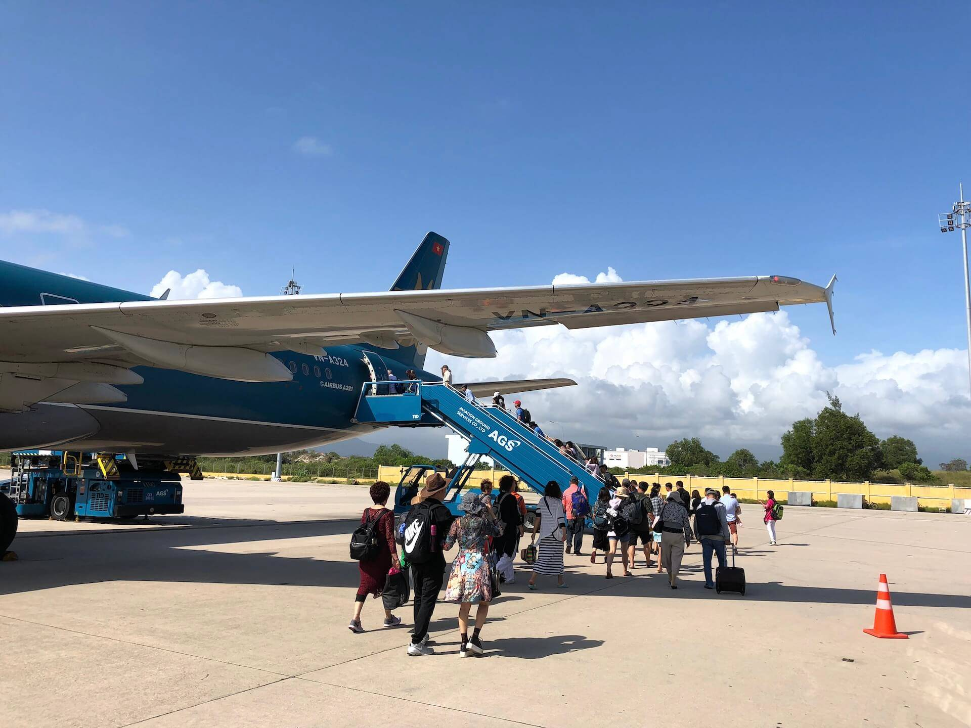 Boarding Vietnam Airlines Airbus A321 Cam Ranh Airport
