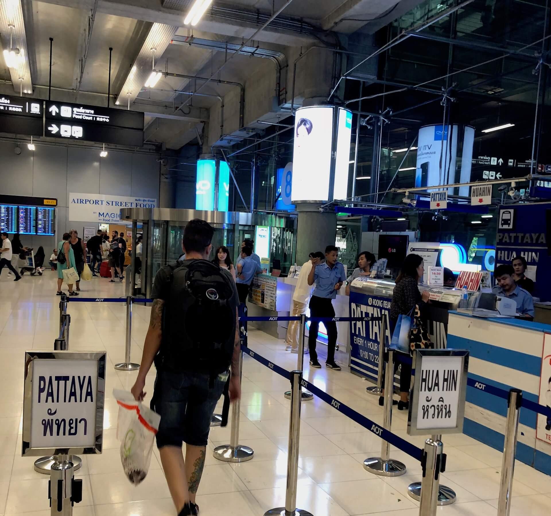 Flughafen Bangkok nach Pattaya Airport Bus Ticket Counter