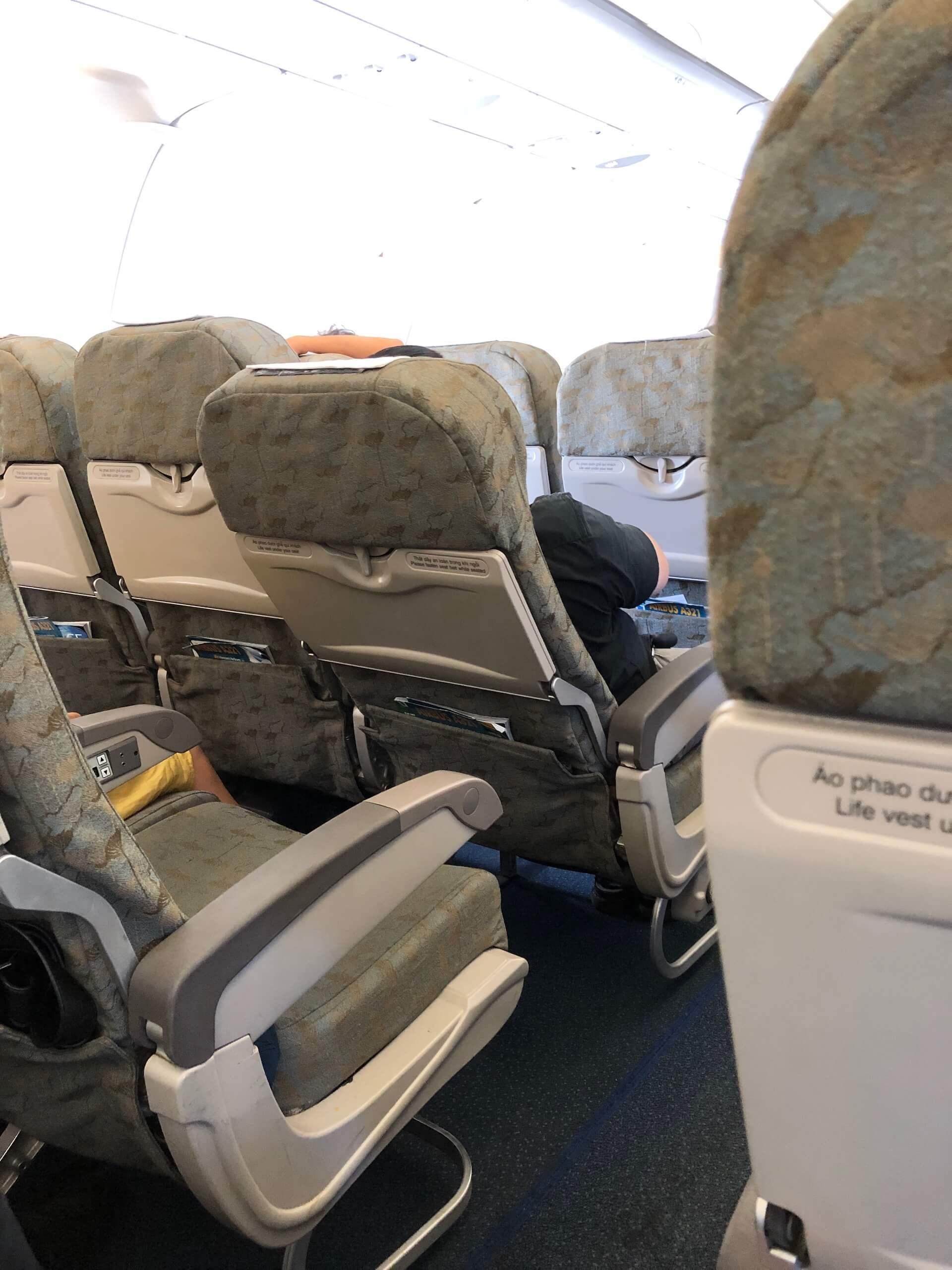 Vietnam Airlines Economy Lehenverstellung