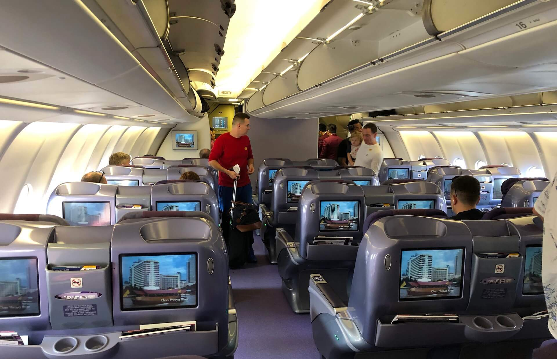 Thai Airways Royal Silk Airbus A330-300 Business Class Kabine