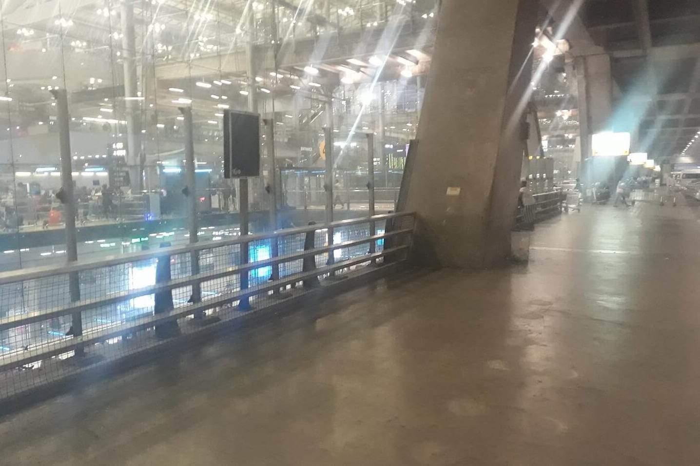 Abgebaute Raucherzone Flughafen Bangkok BKK