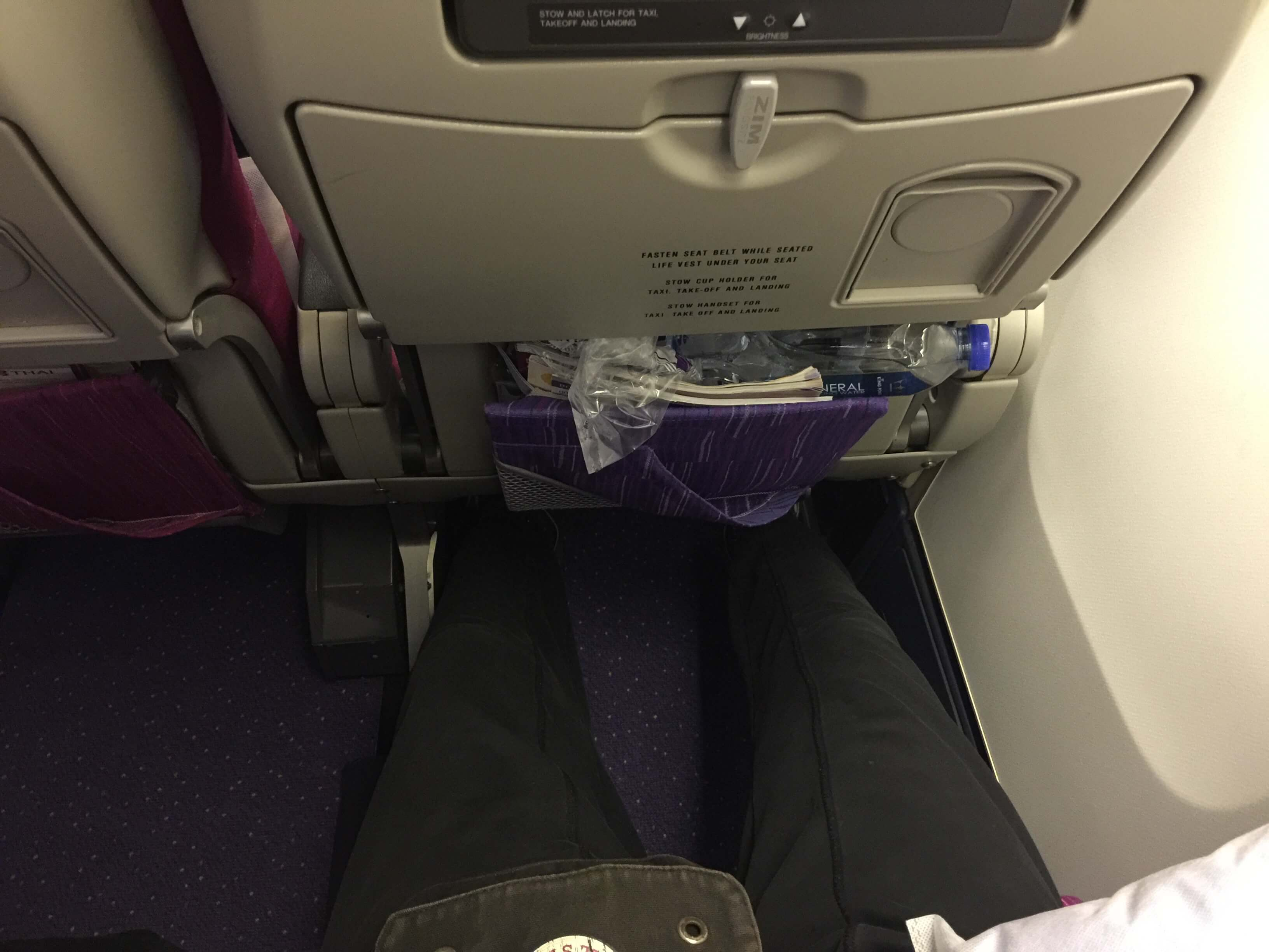 Thai Airways Boing 747 Economy Beinfreiheit