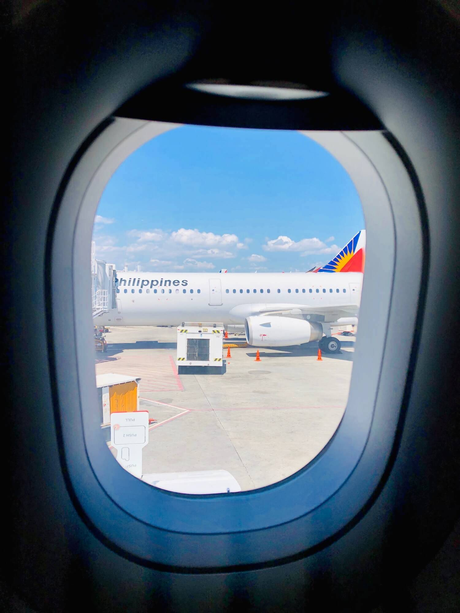 Blick aus dem Fenster des A321 neo von Philippine Airlines in Manila