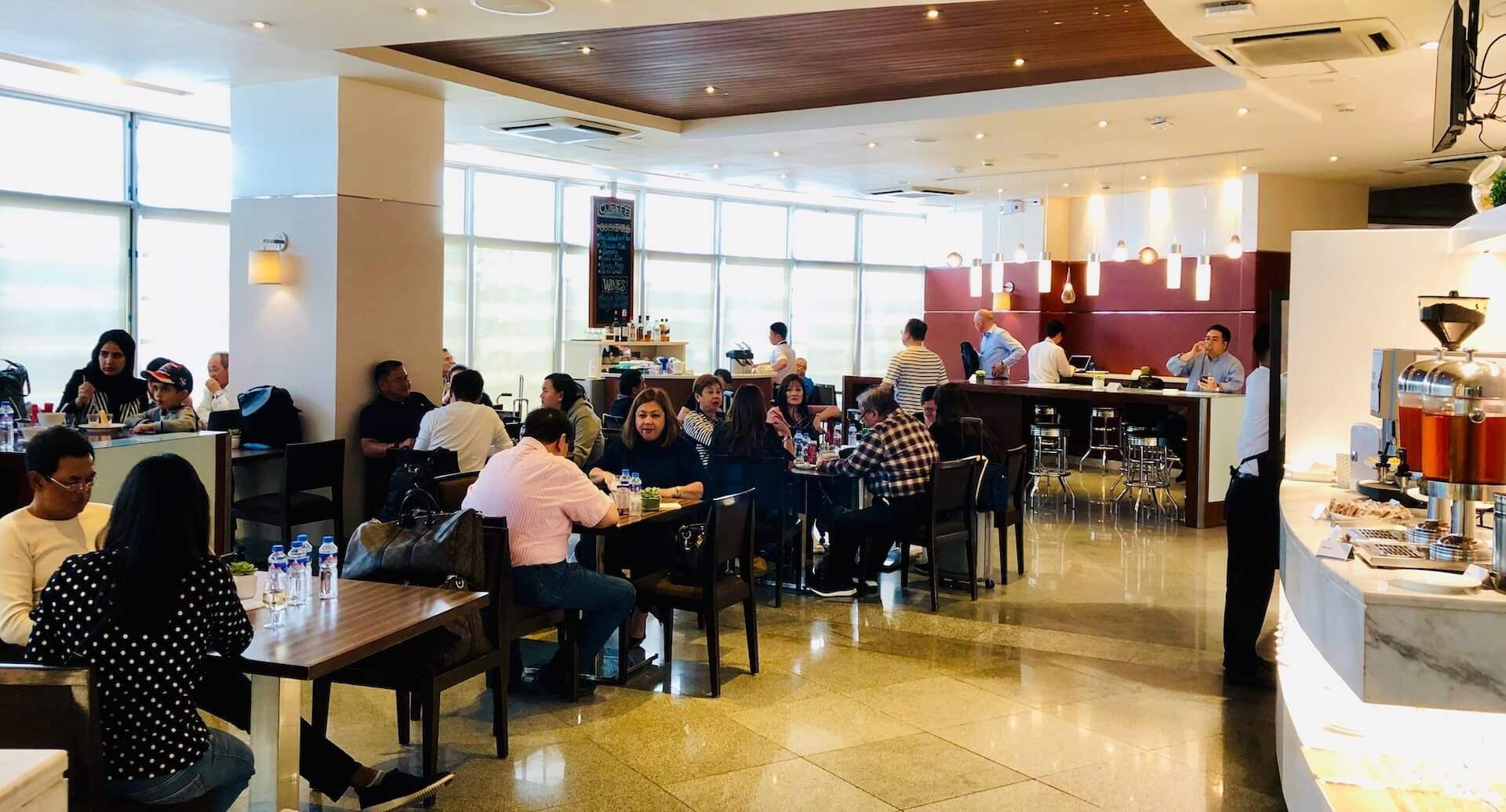 Essbereich in der Mabuhay Lounge