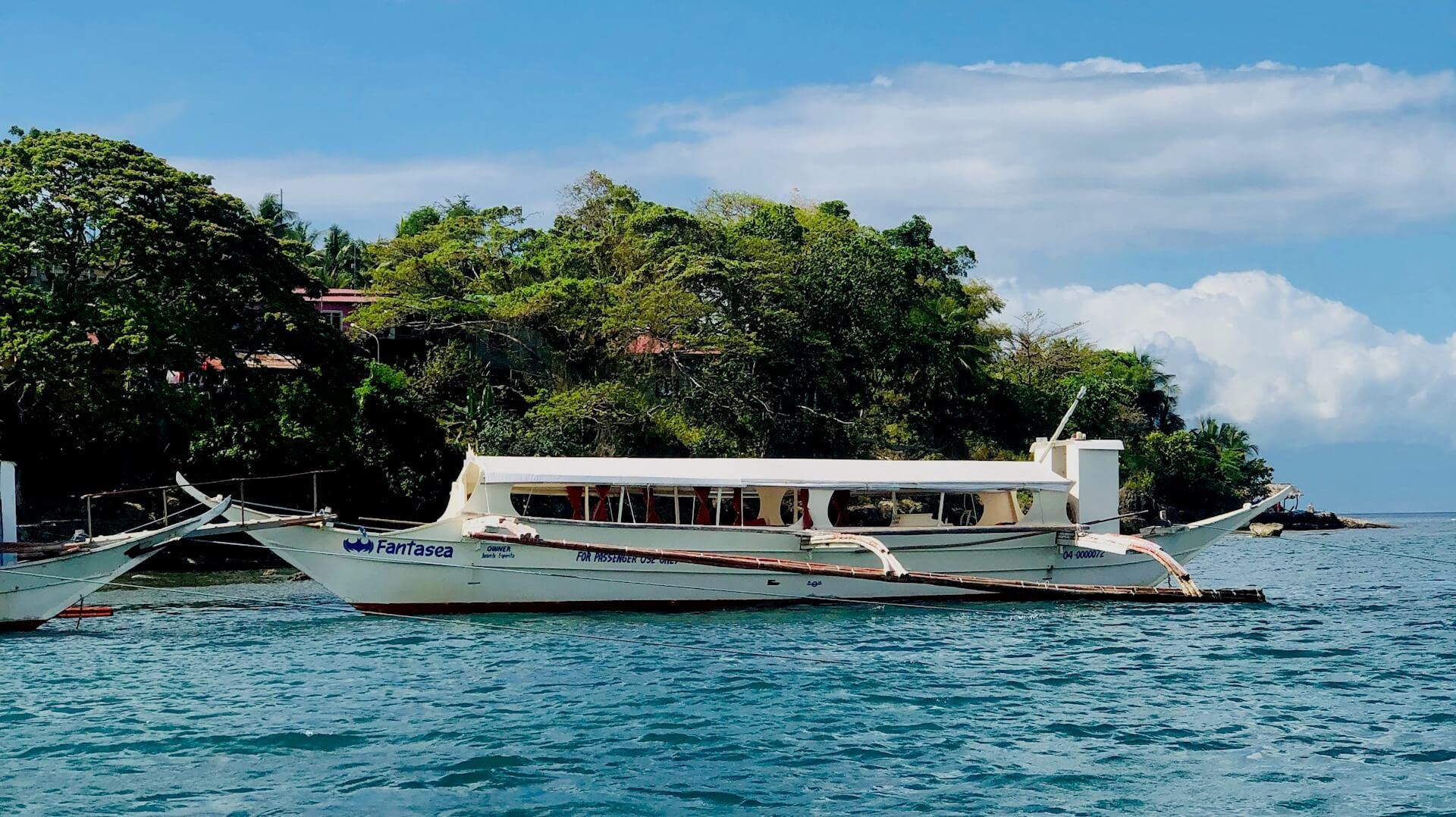 Privates Boot von Puerto Galera nach Batangas