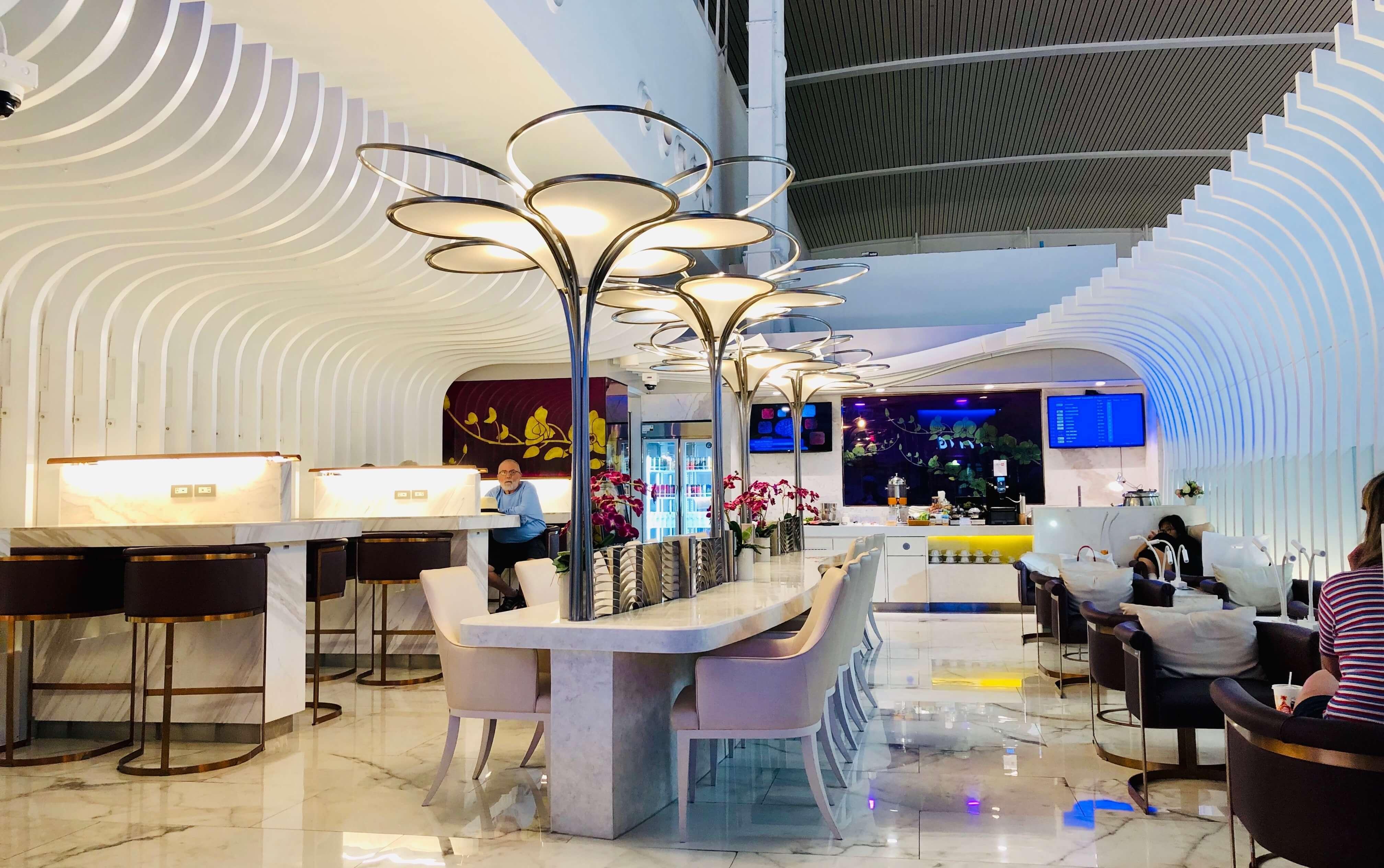 Thai Airways Royal Orchid Lounge Phuket Airport Sitzmöglichkeiten