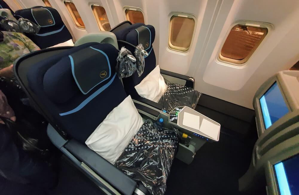 Condor Business Class Boeing 767 Kabine