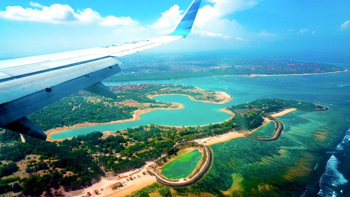 Landeanflug auf Bali Denpasar Airport Garuda Indonesia