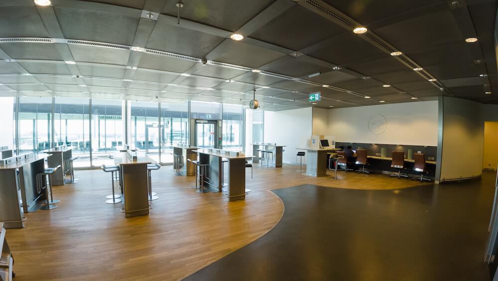 Lufthansa Business Class Lounge Arbeitsbereich