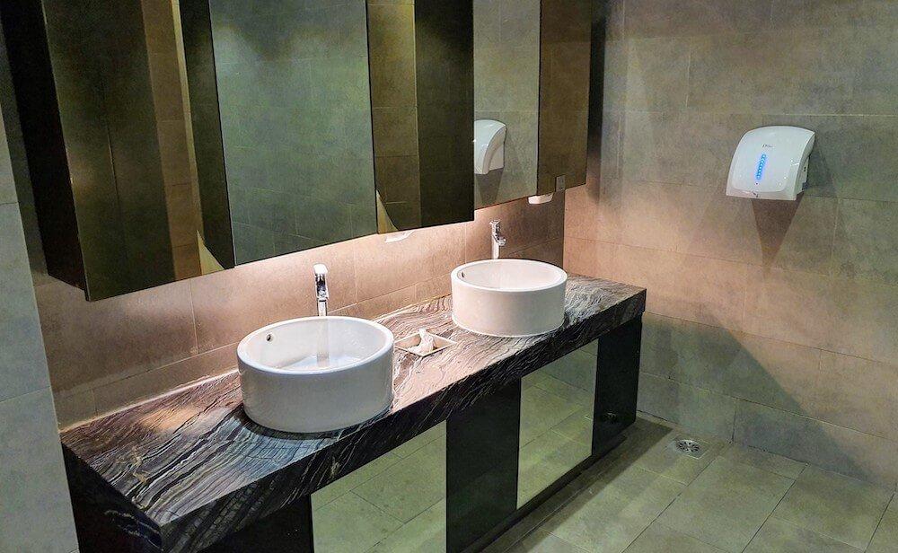 Toilette Plaza Premium Lounge KLIA1