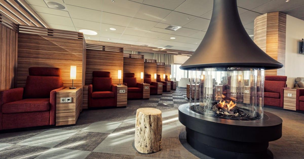 Saga Lounge Island
