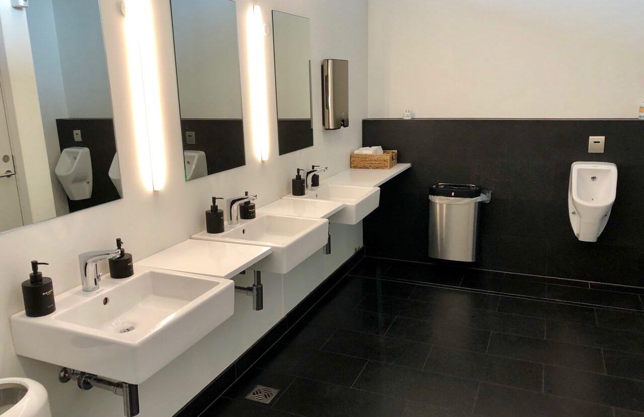 Saga Lounge Keflavik Sanitärbereich