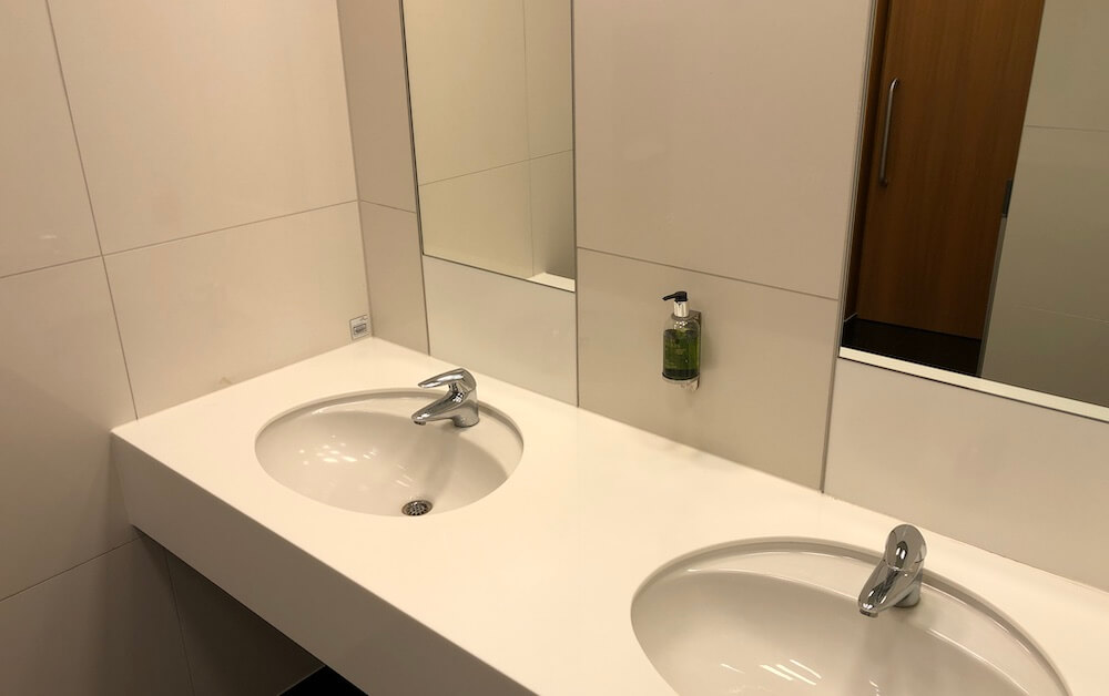 Cathay Pacific Business Class Lounge Frankfurt Toilette