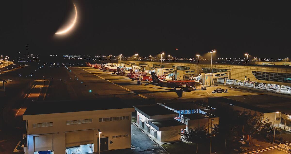 Kuala Lumpur Airport bei Nacht